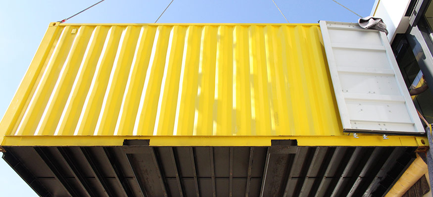 Container an Fassade